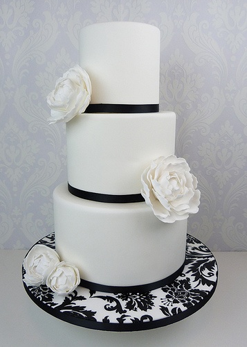 A beautiful Damask Peony Wedding Cake for a simple and elegant look! This cake is via Cakes By Lynz www.berkeleyplaza.com http://www.flickr.com/photos/lynseygunner/ #weddingcake #njweddings #newjerseyweddings
