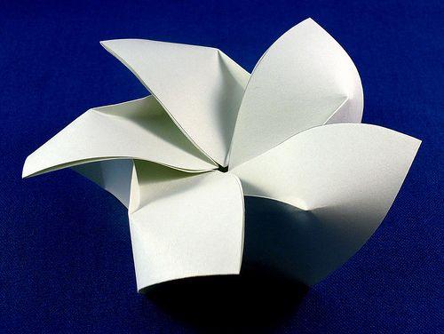 Origami Kaki Self Locking Pentagonal Box (free crease pattern)