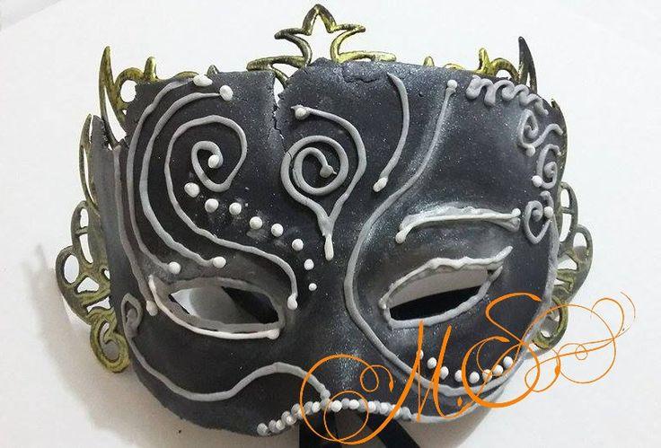 Máscaras antigas de Veneza em chocolate. Um trabalho espetacular.  http://merciasantana.blogspot.com.br/2015/10/mascaras-antigas-de-veneza-em-chocolate.html