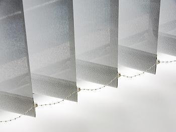 Store tamisant à bandes verticales - My Stores  Créez une ambiance cosy dans votre véranda avec le store à bandes verticales tamisant ! De nombreux coloris disponibles, en promotion ! A partir de 48 €
