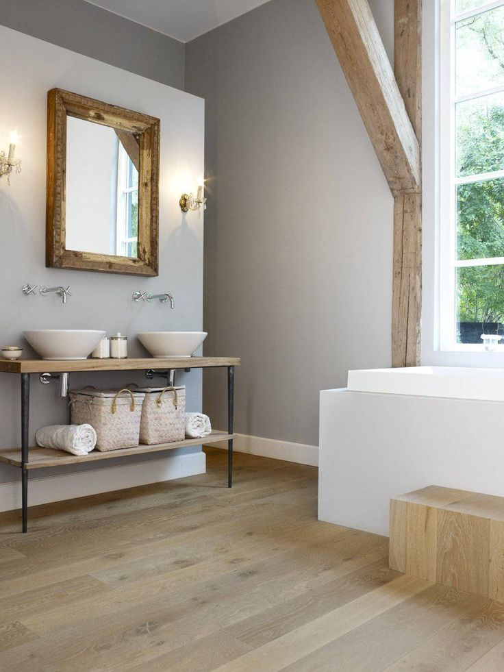 HoutAmbacht Frans eiken plankenvloer in de badkamer van gerenoveerd landhuis - De beste vloeren ideeën | UW-vloer.nl