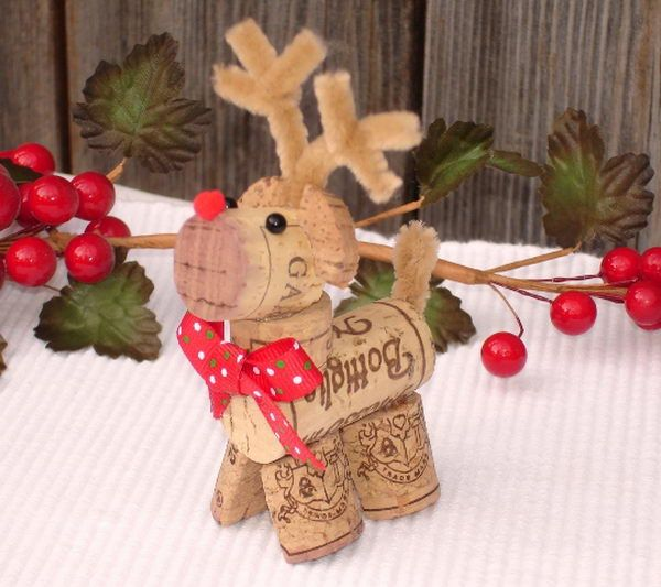 Wine Cork Art Reindeer. This cute reindeer adds a fun and festive style to your Christmas decoration. It's also the perfect gift for a wine lover!