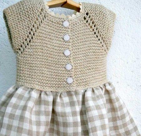 Otro vestido de niña con cuerpo de punto y falda de tela. Ya veis que hay muchas variaciones sencillas de esta combinación. En este blog ya hemos publicado