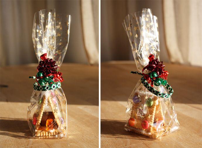 zum nachbauen empfohlen: butterkeks-häuser! diese habe ich gestern verschenkt.  weihnachtlich verpackt sind sie ein wirklich gutes mitbrings...