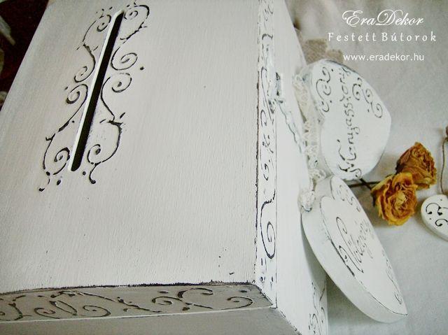 Rusztikus festett fa szívek Menyasszony és Vőlegény feliratokkal. Fotó azonosító: ESKSZIVEK06