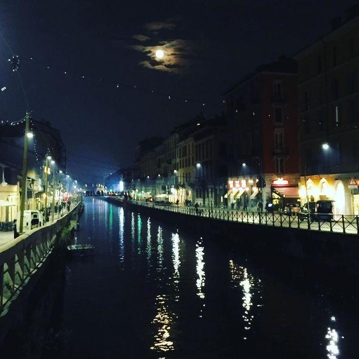 #moonlight in #Milan #naviglimilano #navigliogrande #Navigli #citylife #milano #milanodavedere #citylights #landscape_lovers #nightlovers #moonshine #reflections #volgolombardia #lombardiadavedere