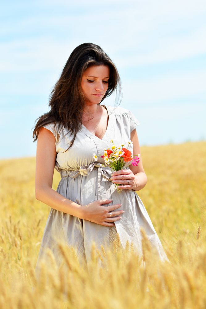 Barbara Maternity Photography • photo by Dalocska - United Photographers • #maternity #wheatfield #expectant #pregnant #motherhood #photography