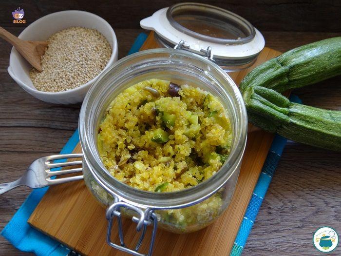 Oggi vi propongo un'altra ricetta in vasocottura: quinoa con zucchine e olive. Questo pseudo cereale molto proteico ma alto stesso digeribile si rende prez