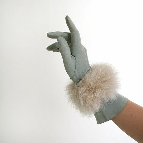 Gloves with fur trim