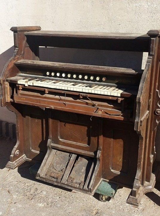 how to turn on an old organ