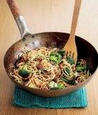 Rychlé nudle s brokolicí a masem