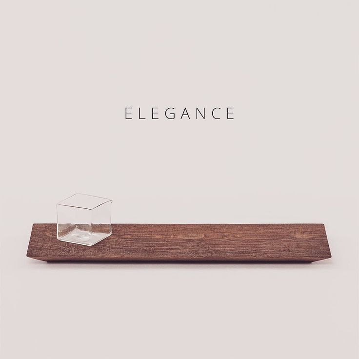 What would be the word for this - I know - elegance  Everything that comes out of Akiko Ken Mades workshop is pure perfection as they merge Japanese handicrafts with Danish furniture craftsmanship.  Sawn is a delicate tray for all the small goodies you serve your guests or for a small flower vase. It comes in 3 sizes.  Style your life - STAND OUT.  #ENIITO #akikokenmade #tray #scandinavianstyle
