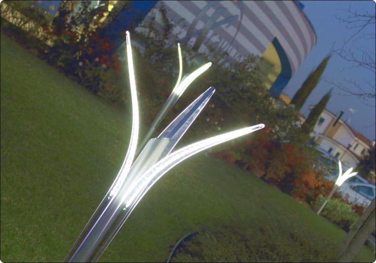 Lampade da Esterno a Led per l'illuminazione del Giardino | Modello Minimalism III con opzione di alimentazione solare per la tua illuminazione esterna