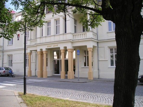 Winter Spa Hotel. This newly reconstructed spa hotel offers accommodation in 2 apartments, 9 singlerooms and 39 doublerooms. A Continental Breakfast, lunch and dinner are served. In the hotel there is a rehabilitative pool and cosmetic studio. Procedures and treatments are made at Hotel Libenský in the Central spa, close to the hotel.