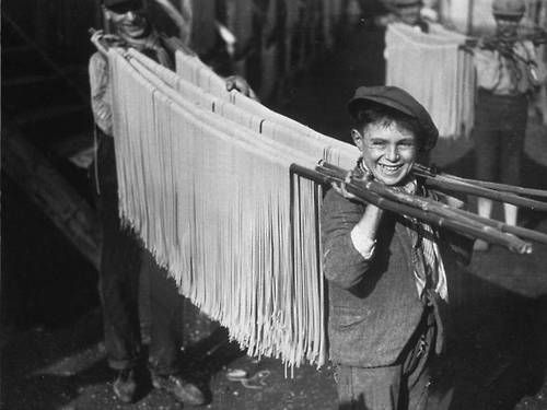 Boys carrying spaghetti in Naples, 1929
