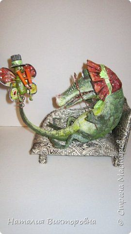 Игрушка Поделка изделие Папье-маше Гламурная крокодилица Бумага Ткань фото 4