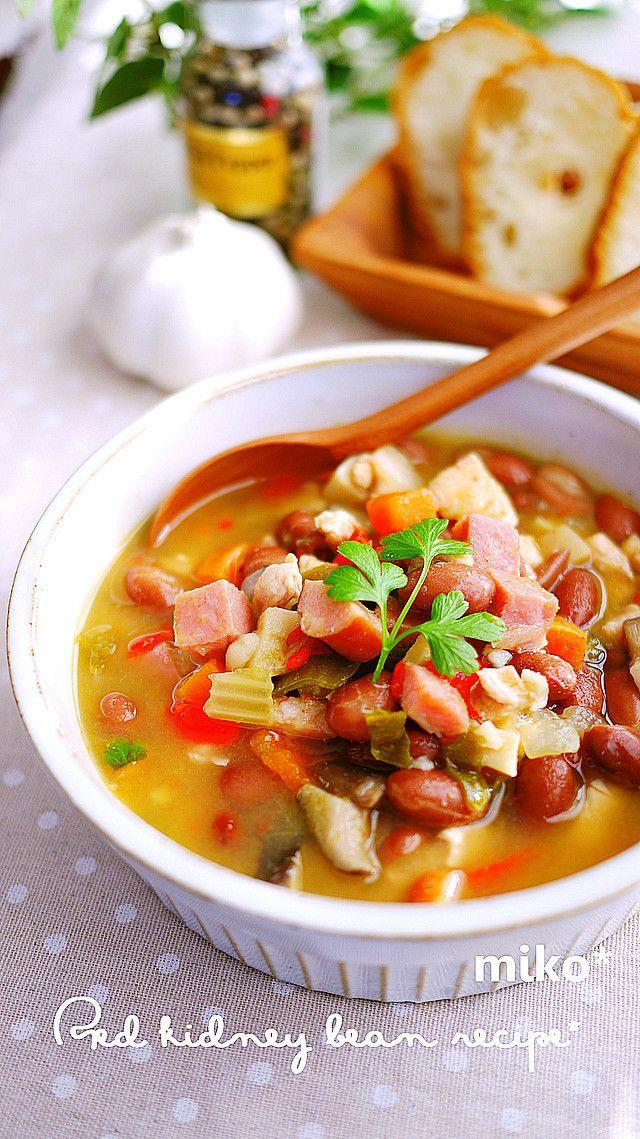 寒くなると一皿でお腹いっぱいになる具沢山メニューが食べたくなりませんか? そんなときにおすすめなのが、野菜やお肉がごろごろと入った栄養満点の食べるスープ。一皿でメインにもなってしまう具だくさんスープやシチューのレシピを色々と集めてみました。夕食のメニューが決まらない!というときにもオススメですよ。