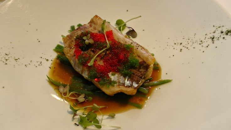 Xurel a la brasa con su jugo, judias verdes salteados. // Grilled Atlantic Mackerel with runner beans, fish sauce and flying fish roe with wasabi.
