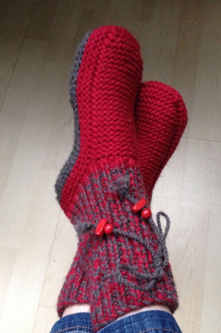 Chaussons en laine pour adulte vraiment très chaud pour cet hiver ! Le dessous de pied est sans couture, pour être plus confortable à la marche.