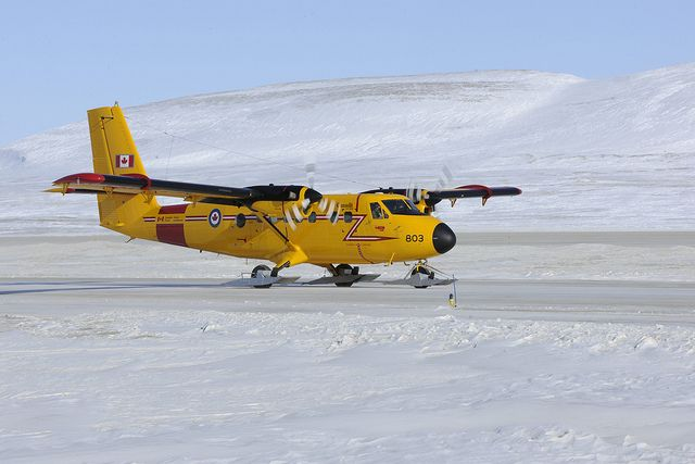 A Royal Canadian Air Force CC-138 Twin Otter aircraft takes off from the Resolute Bay airport during Operation NUNALIVUT on April 10 2013. #rcaf
