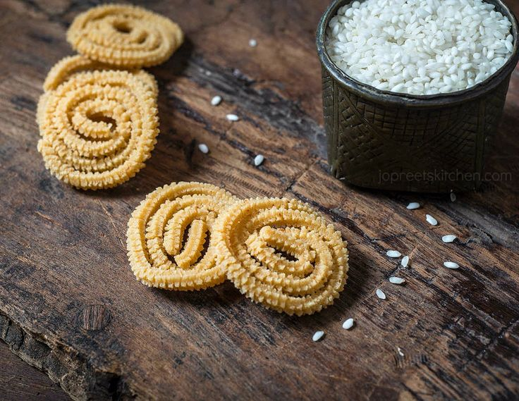 Idli Rice Murukku, learn how to prepare crispy, easy and delicious murukku / chakli prepared from idli rice and urad dal with step by step pictures. Diwali is nearing and already the preparations have started
