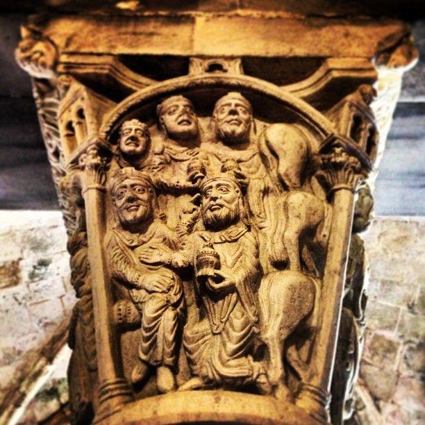 Herodes y los Reyes magos en la cara oculta del #capitel. #Parteluz de la puerta…