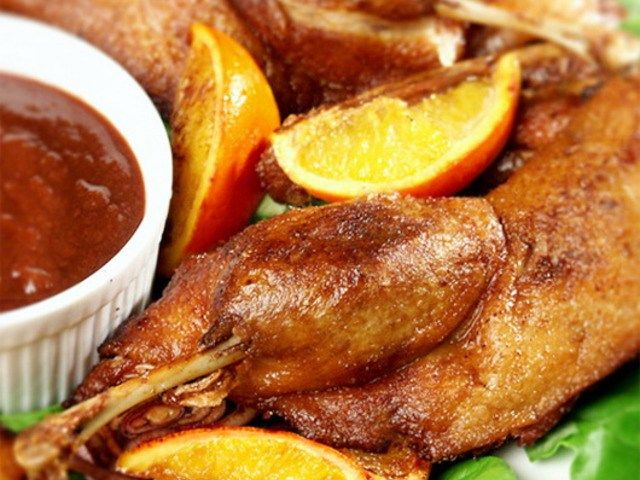 Утка с апельсинами http://feedproxy.google.com/~r/anymenu/hMaC/~3/Mk0TQTl1ax8/  Прекрасный и сытный ужин для всей семьи. Утка, приготовленная таким способом, не оставит никого равнодушным и только от одного вида и запаха вызовет невероятный аппетит. Этот рецепт также может пригодиться хозяйке при приёме гостей, очень сытное и довольно быстрое в простоте приготовлении блюдо.