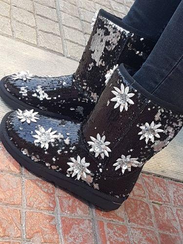 Γυναικεία μπότα με παγιετα διακοσμημένη με λουλούδια  http://handmadecollectionqueens.com/γυναικειες-μποτες-με-παγιετα-και-λουλουδακια  #handmade #fashion #footwear #boots #women #storiesforqueens