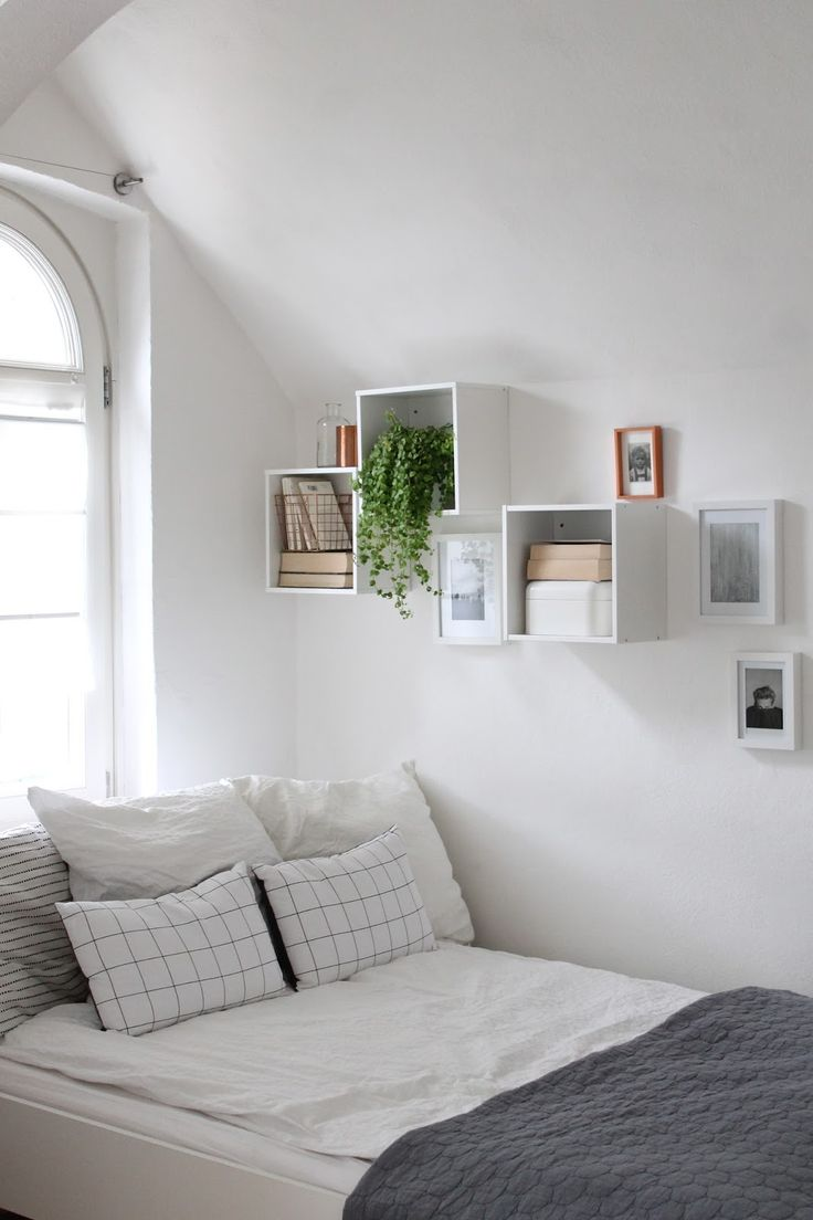 Spare room decor inspiration  love those shelves. Best 25  Spare room decor ideas on Pinterest   College apartment