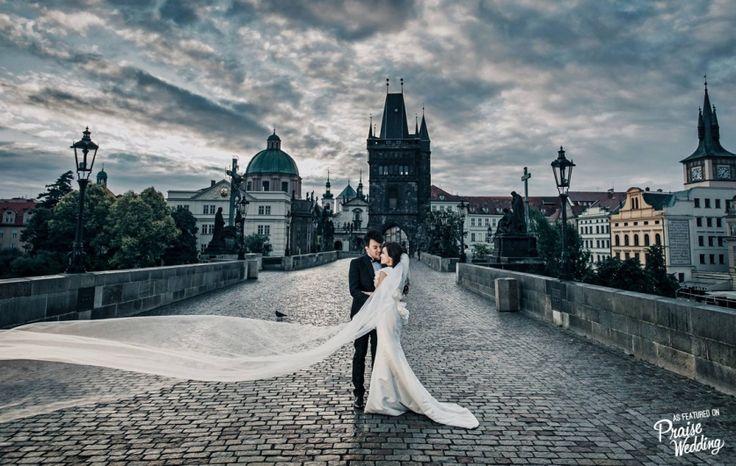 Timeless Prague pre-wedding session *like a movie scene*