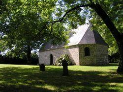 A l'écart des routes se dresse la chapelle de Saint Ronan