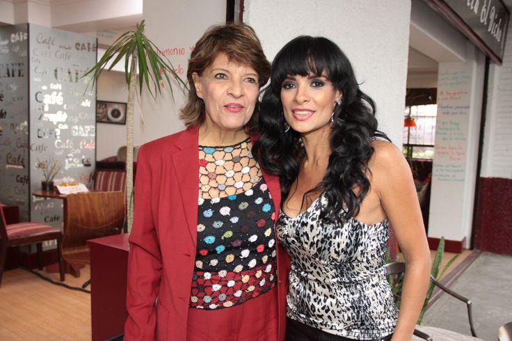 Nuestra editora Martha López con Alma Cero de visita en la locación.
