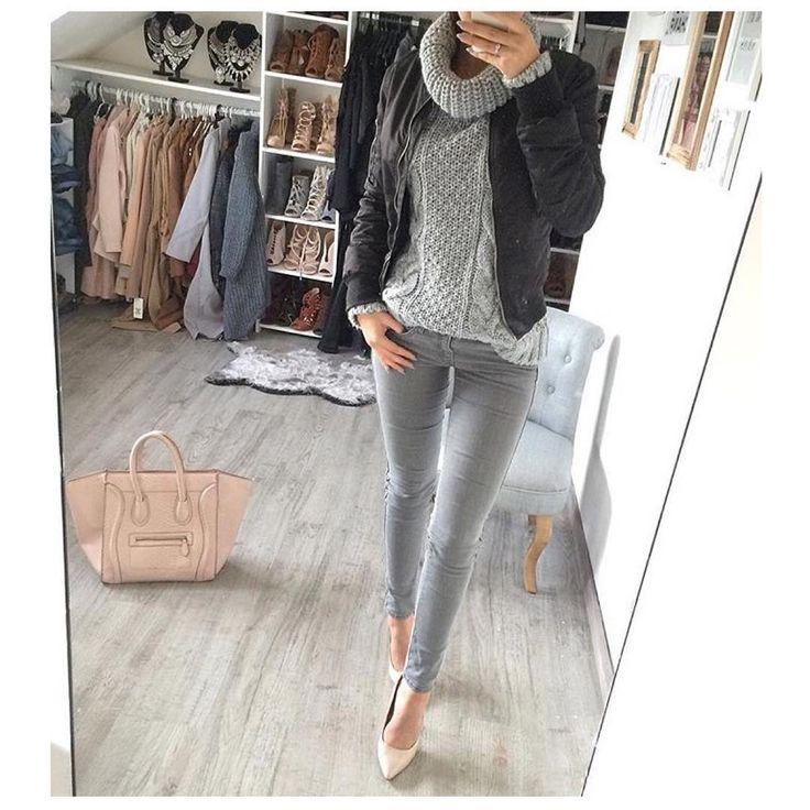 KUP PODOBNE BUTY: http://www.renee.pl/obuwie_damskie/szpilki/szpilki_wonderland_5005_bezowy.html  heels, szpilki, zamszowe, beige, pastel, hips, curvy, ootd, mirror, selfie, mirrorcheck, inspiracja, pink, różowe, car, girl, woman, elegant, jeans, look, fashion, moda, nogi, legs, GREY, BAG, sweater, leather, celine, highheels,