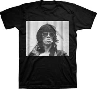 Keith Richards of the Rolling Stones, photo with a smoke on a black t-shirt. 100% cotton. Fully licensed.