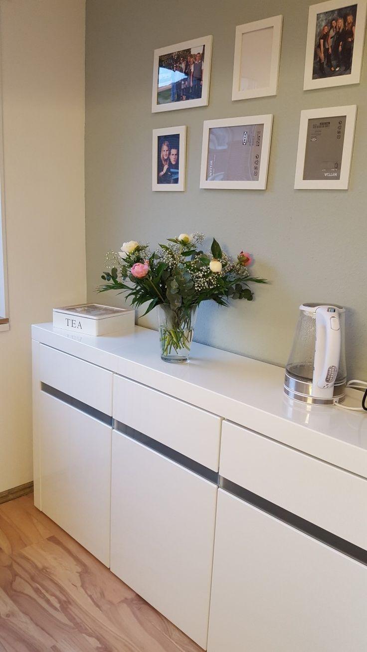 """Meine zusätzliche Kommode in der Küche, die für mehr Stauraum sorgt. Wandfarbe: Alpina feine Farbe """"sanfter Morgentau"""".  Details zum Preis, wie ihr euch auf einen Küchenkauf vorbereiten solltet auf meinem Blog."""