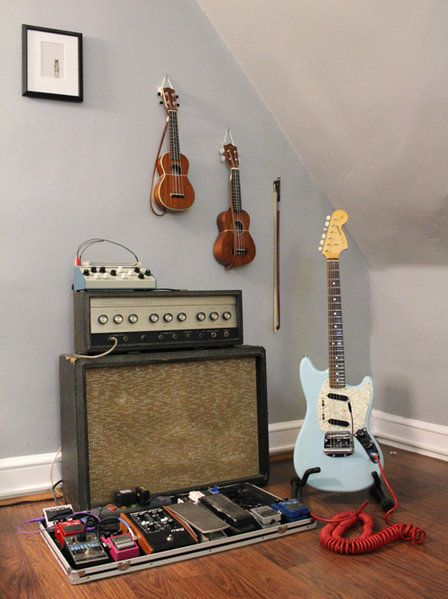 25+ Best Ideas About Guitar Room On Pinterest