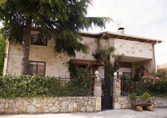 Soria Abejar Casa Rural El Cedro 6 Habitaciones Dispone De Seis Dormitorios Dos Baños Salón Con Chimenea Cocina Terr Casas Rurales Casas En Venta Casas