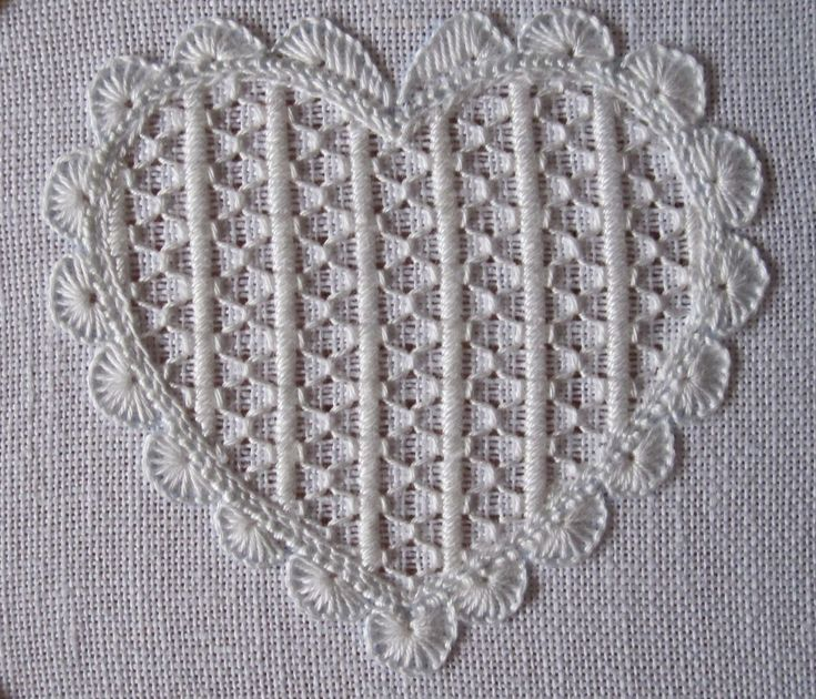 By Luzine Happel - great instructions for stitching this filler pattern. http://www.luzine-happel.de/?cat=10&lang=en