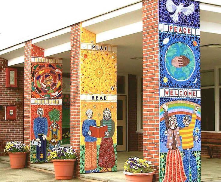 Welcome mosaic at the entrance of a school school mosaic for Mural decoration ideas