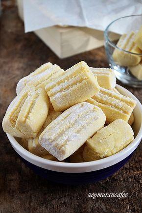 Un kurabiyesi tarifini istemiştim Konya da bir börekçi, kurabiye dükkanından.Mağrur görünüşlü kendisiyle gurur duyduğu pek belli olan hanımefendi un kurabiyesi nasıl yapılırbiliyor musun diye ...