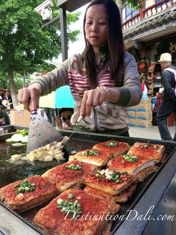 A vendor cooks tofu in Dali.