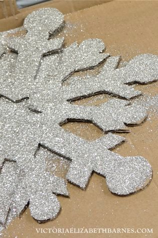 DIY glass glitter Christmas decorations... I made the huge snowflakes, you can too!