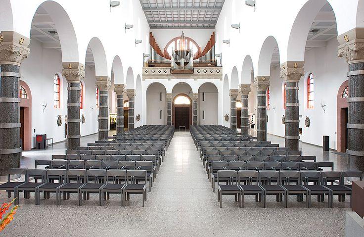 Kirchenstuhl von Grönemeyer in der Pfarrkirche St.-Joseph