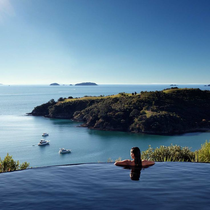 Sublime vue de la piscine du Delamore Lodge Hotel sur Waiheke Island, New Zealand