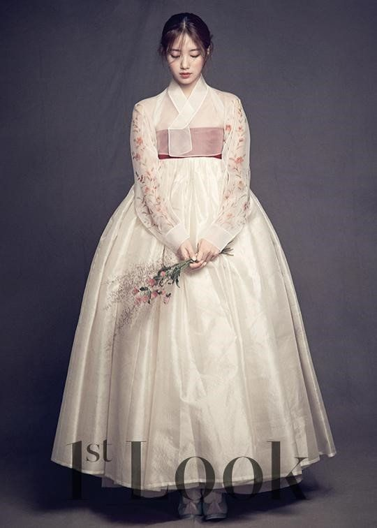 traditional dress korean named hanbok.. model: #baeSuzy its look so gorgeous so pretty..