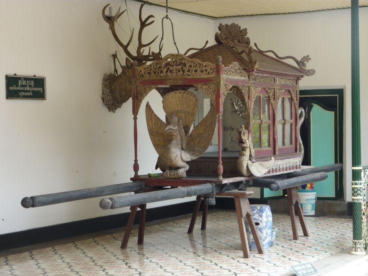 Draagstoel sultan bij zijn paleis