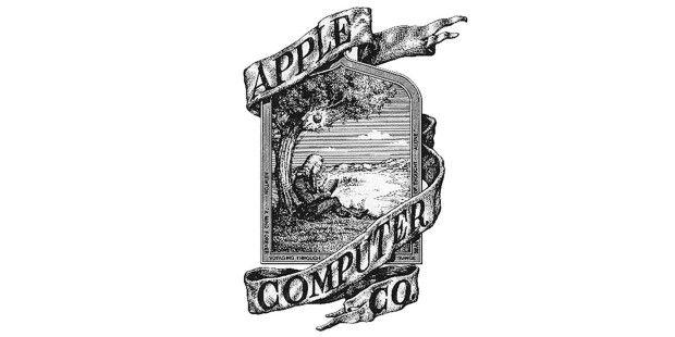 """Das Apple-Logo von 1976!- Eine Fahne, auf welcher """"APPLE COMPUTER CO."""" steht, windet sich um ein Bild, in dessen Rahmen nur sehr schwer zu erkennen steht: """"Newton… A Mind Forever Voyaging Through Strange Sees of Thought … Alone."""" oder zu Deutsch: """"Newton… Verstand, der fremde Gedankenmeere durchsegelt, stets allein.""""  In dem Logo sitzt der englische Naturforscher und Philosoph, Isaac Newton, unter einem Baum, wobei über dessen Kopf ein Apfel hängt. Zum Glück hat sich Apple bereits sehr früh…"""