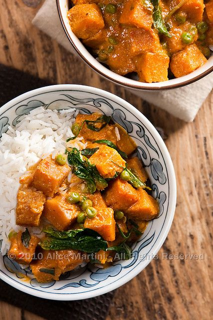 Vegan Recipe for curry pumpkin... saving this one for my adventures into meatless Mondays
