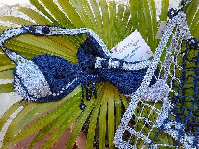 Coordinato bikini e copricostume Bikini bicolore interamente uncinetto con applic. di perline, slip abbottonato, tg 44/46  gonnellino copricostume in cotone blu navy e celeste interamente uncinetto capo unico non riproducibile