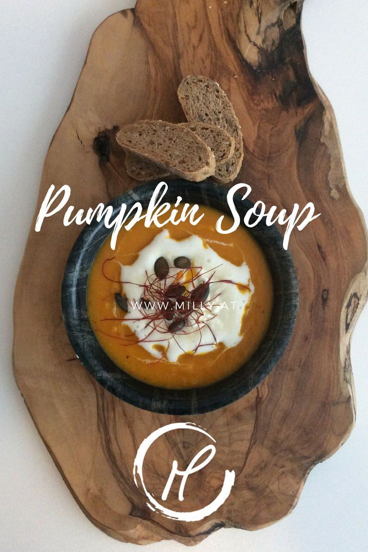 ENjoy this wonderful heartwarming pumpkin soup! Suppe, kürbis, kernöl, pumpkin seed oil, creamy, sahne, herbst, autumn